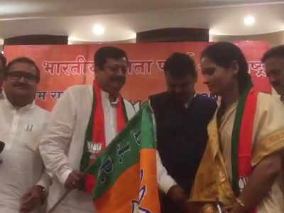 बीजेपी में शामिल होतीं एनसीपी लीडर भारती पवार