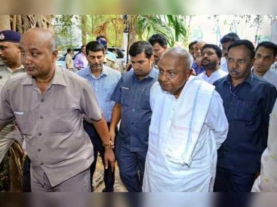 Mangaluru:Former prime minister HD Devegowda arrives to address a press conferne...