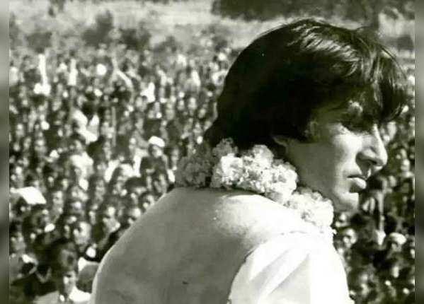 1984: अमिताभ ने निभाई दोस्ती