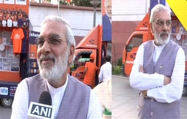 लोकसभा चुनाव 2019: पीएम नरेंद्र मोदी के हमशक्ल को देख बीजेपी मुख्यालय में लोग हुए हैरान