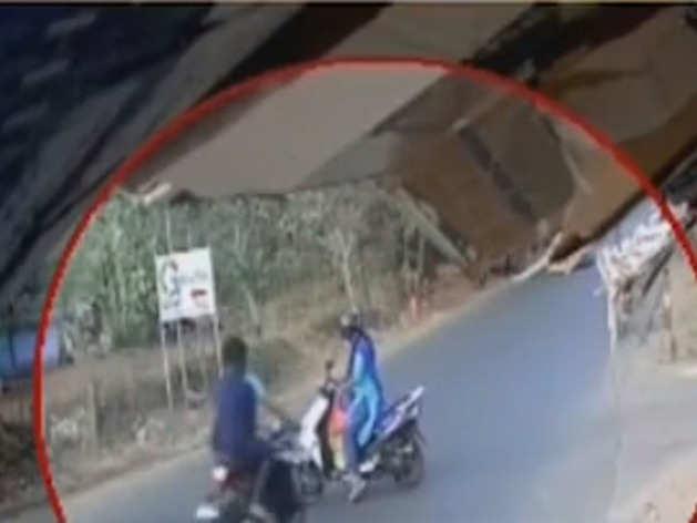 विडियो में से ली गई तस्वीर
