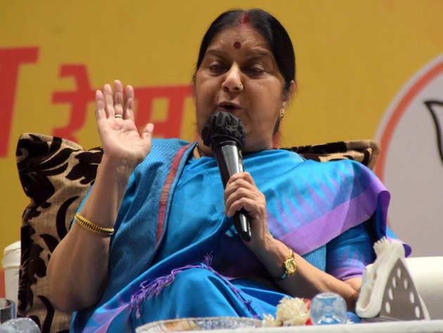 सुषमा ने पाक मंत्री को लगाई लताड़