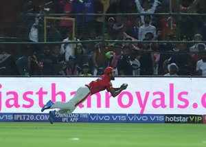 kings xi punjabs kl rahul takes diving catch to dismiss steve smith