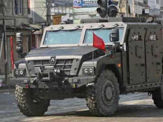 काश्मीर: सीआरपीएफने घेतल्या नवीन आर्मर्ड कार आणि ३० सीटर बसेस
