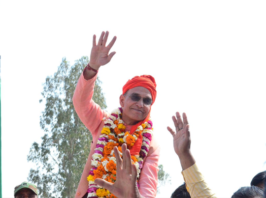 नामांकन के लिए जाते बीजेपी नेता सत्यपाल सिंह