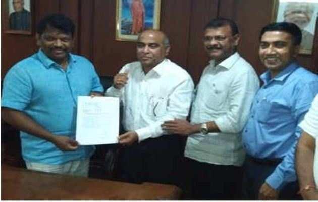 गोवा में डेप्युटी CM का 'तख्तापलट', BJP में शामिल हुए MGP के 2 विधायक