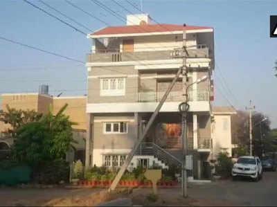 मंत्री सीएस पुट्टाराजू के घर पर मारा जा रहा छापा