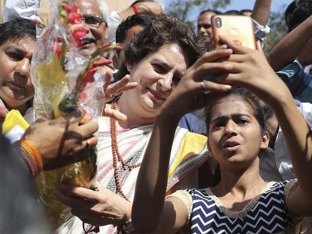 प्रियंका गांधी की वाराणसी से चुनाव लड़ने की अटकलें तेज