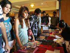 1 1l indian students enrolled in aus colleges last yr a 25 rise