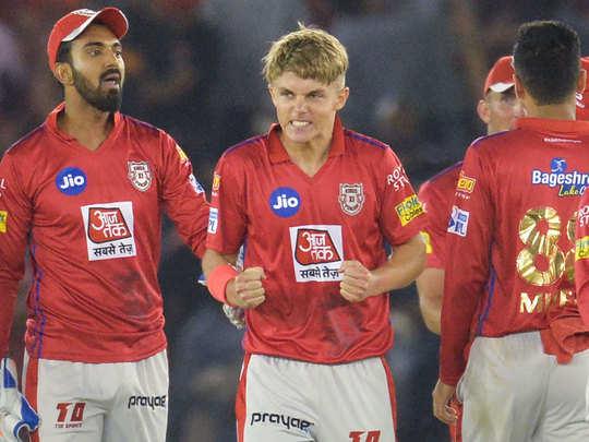 दिल्ली के खिलाफ सैम करन ने हैटट्रिक ली।
