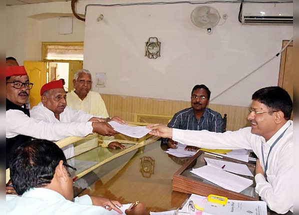 पिछले चुनाव में दो सीटों से जीते मुलायम सिंह यादव