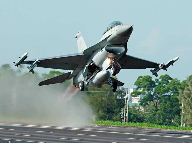 एफ-16 (फाइल फोटो)