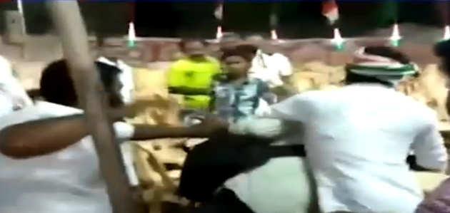 तमिलनाडु: खाली कुर्सियों की तस्वीर लेते पत्रकारों को कांग्रेस कार्यकर्ताओं ने पीटा