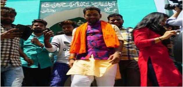 आजमगढ़: मस्जिद पहुंचे 'निरहुआ', फिर किया 'हवन'