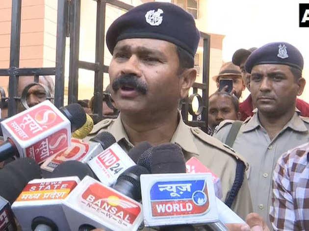 सीआरपीएफ और पुलिस के बीच विवाद
