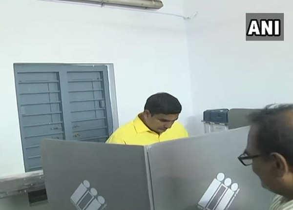 मंगलगिरि सीट से चुनाव लड़ रहे हैं एन लोकेश