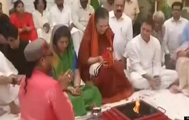 लोकसभा चुनाव 2019: रायबरेली से सोनिया गांधी ने भरा पर्चा, की पूजा