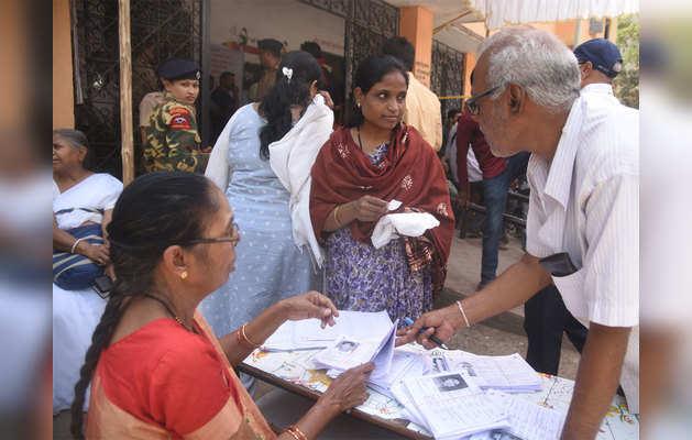 वोटिंग के लिए हर उम्र के लोगों में दिखा उत्साह