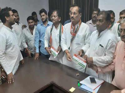 रमाकांत यादव ने थामा कांग्रेस का दामन