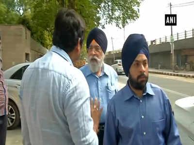देखें: शिरोमणि अकाली दल नेता परमजीत सिंह सरना के भाई ने की पत्रकार के साथ बदसलूकी