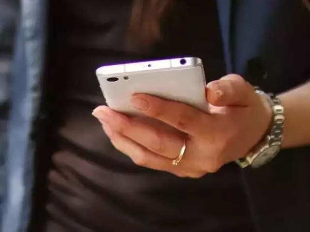 पुराना मोबाइल बेचने से पहले हो जाएं सावधान, 10 में 7 लोगों को डेटा चोरी का खतरा