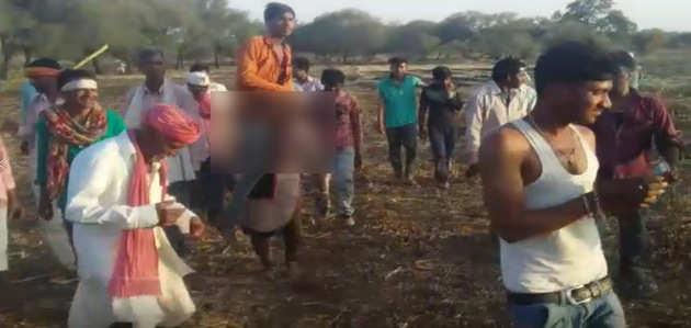 शर्मनाक: पति संग बेवफाई पर गांववालों ने पत्नी को सुनाया तुगलकी फरमान
