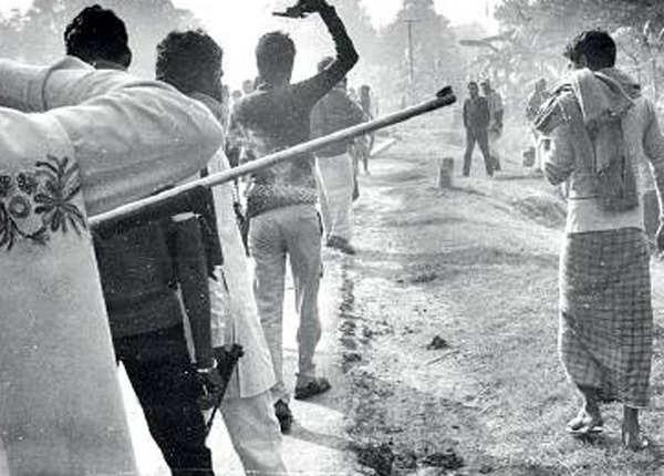 1991: डंके की चोट पर हथियारों का प्रदर्शन
