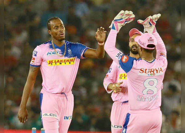 जोफ्रा आर्चर ने लिए 3 विकेट
