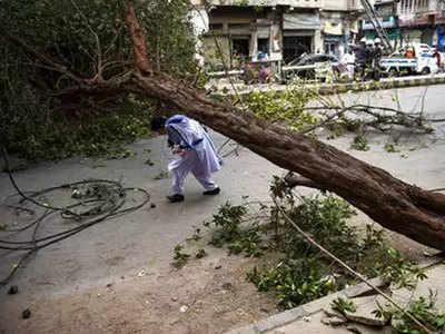 पाकिस्तान में आंधी-बारिश में 39 की मौत