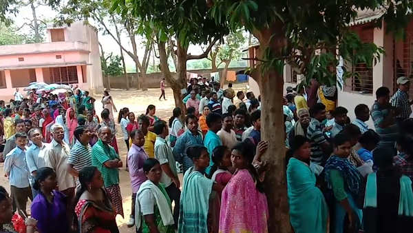 lok sabha polls 2019 faulty evms delay polling in odishas rourkela