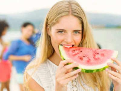 गर्मियों में जरूर खाएं ये फल