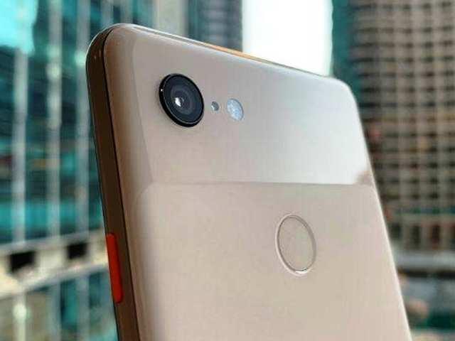 अपने खास को Kiss किया तो खुद-ब-खुद सेल्फी ले लेगा Google Pixel 3