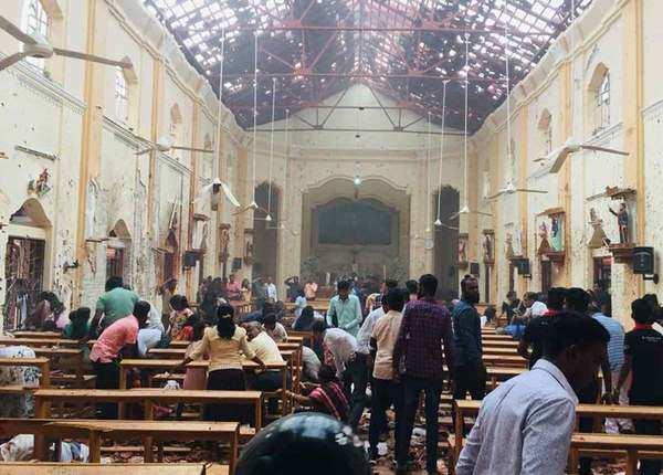 ईस्टर की प्रार्थना के दौरान धमाके