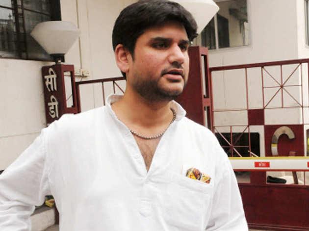 दिल्ली पुलिस ने पूछताछ के लिए रोहित शेखर की पत्नी को हिरासत में लिया
