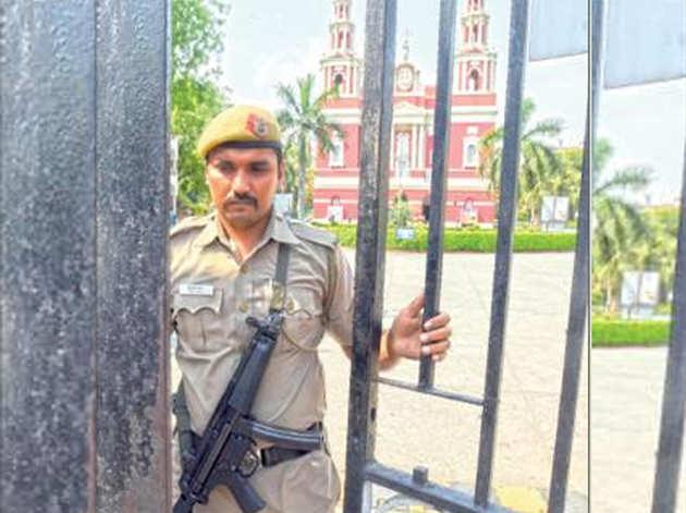 हाई अलर्ट: दिल्ली के सभी गिरजाघरों में बढ़ाई गई सुरक्षा