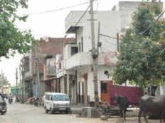 दिल्ली में रहकर भी क्यों 'बाहरी' हैं घोघा गांव के लोग?