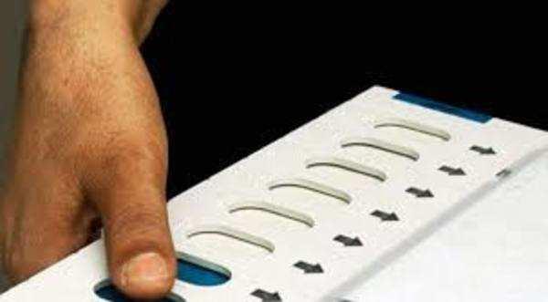 watch faulty evm machine at fort kochi polling booth ernakulam constituency in kerala