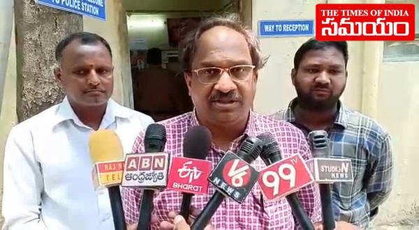 watch prof k nageshwar protest at telangana board of intermediate
