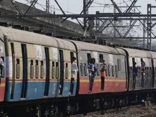 मुंबई: हार्बर मार्गावर लोकल वाहतूक पूर्ववत