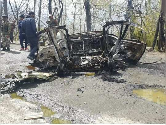 बनिहाल में आत्मघाती कार बम हमला