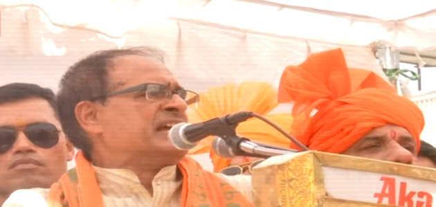 दिग्विजय सिंह के खिलाफ साध्वी प्रज्ञा को टिकट देने पर बीजेपी को गर्व है: शिवराज