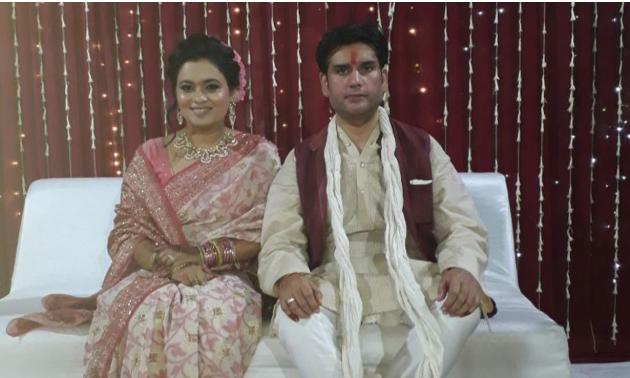 पत्नी के साथ रोहित (फाइल फोटो)