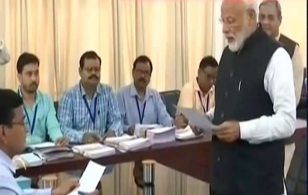 लोकसभा चुनाव: PM नरेंद्र मोदी ने वाराणसी से नामांकन पत्र किया दाखिल