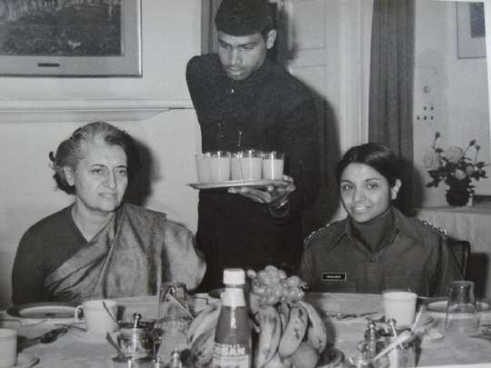 Kiran bedi with Indiara gandhi