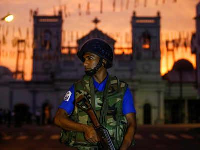 चर्च की सुरक्षा में तैनात सुरक्षाकर्मी