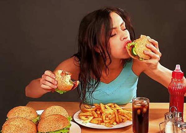 खाने के दौरान ही काटें फल और सलाद