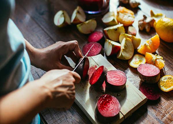 गर्मी में कटे फल खाना