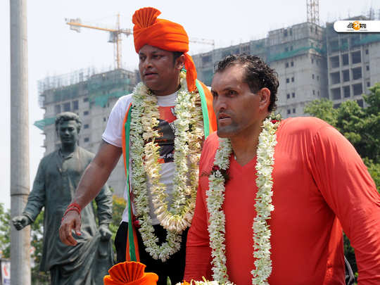 যাদবপুরের বিজেপি প্রার্থী অনুপম হাজরার প্রচারে গ্রেট খালি। শুক্রবার টালিগঞ্জে- শুভ্রদীপ রায়
