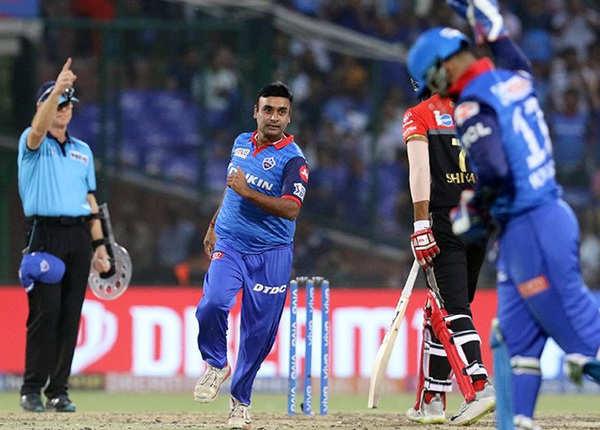 दिल्ली टीम की सधी गेंदबाजी