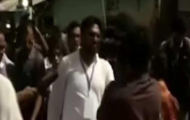 चुनाव 2019: बीजेपी नेता बाबुल सुप्रियो पर आसनसोल में पोल बूथ के बाहर हमला